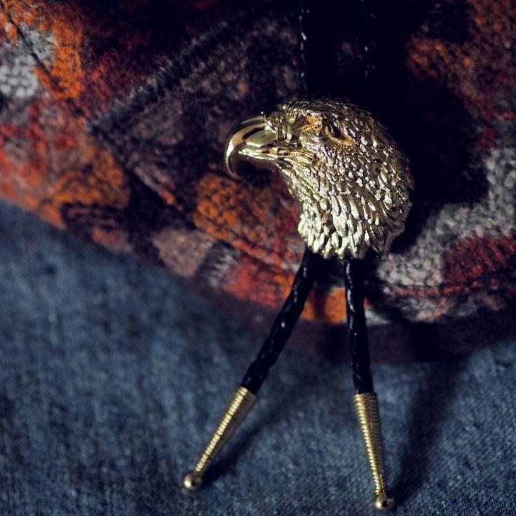 Купить товарБоло перевязка галстук бабочка позолота для мужской бренд BT006 в категории Галстуки и платкина AliExpress. new Brand 2014  Spring New Style Butterfly Classic Double color solid silk Men Korean Silk Unisex cross tie cravat FREE