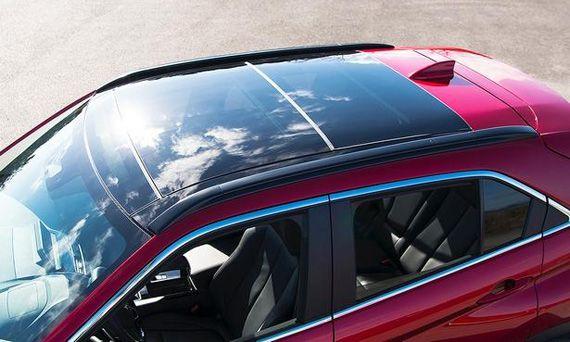 Элементы дизайна кроссовера Mitsubishi Eclipse Cross 2018 / Мицубиси Эклипс Кросс 2018. Панорамная крыша