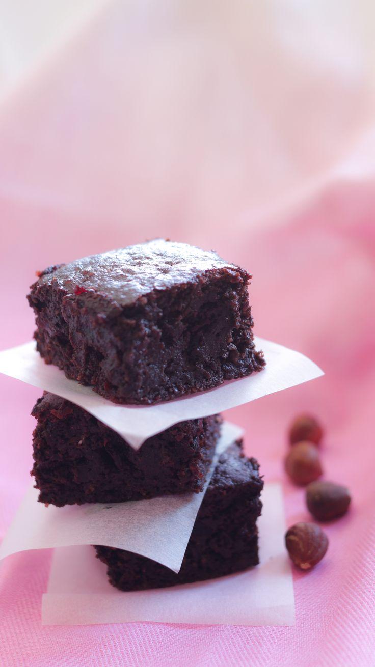 Sí, has leído bien: Brownies de betabel! Son de lo más deliciosos y lo más cercanos a un brownie saludable. Su consistencia te sorprenderá, quedan húmedos y suaves. Llevan miel en lugar de azúcar r…