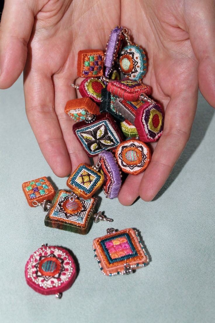 Orna Willis: Dolci Beads. Embroidered on Congress Cloth (a fine-meshed, 100% cotton 24 count evenweave mono canvas used for needlepoint and cross stitch).