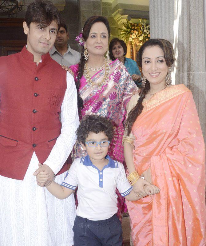 Sonu Nigam, Smita Thackeray and Sonu Nigam's wife Madhurima Nigam with son Nevaan Nigam at Smita Thackeray's son's wedding. #Bollywood #Fashion #Style #Beauty