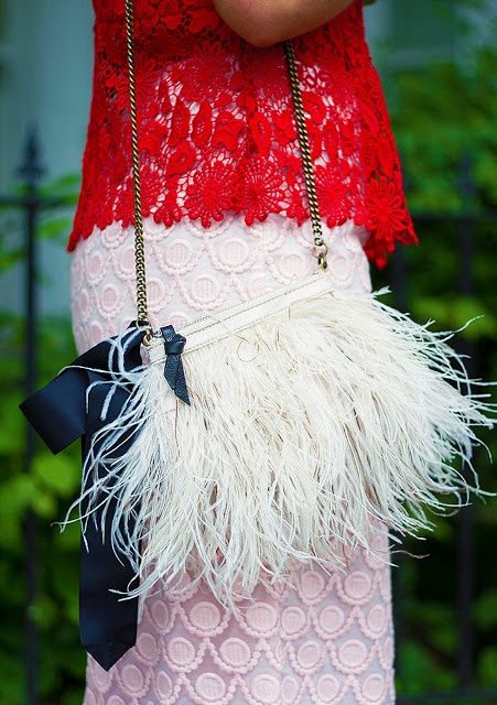 The Elgin Avenue: Strawberry Lace *Look Of The Day* One of my favourite detail shots ever! #leasphotography #leasalomone #lace #feathers #fashionblogger #monicabeatrice #theelginavenue