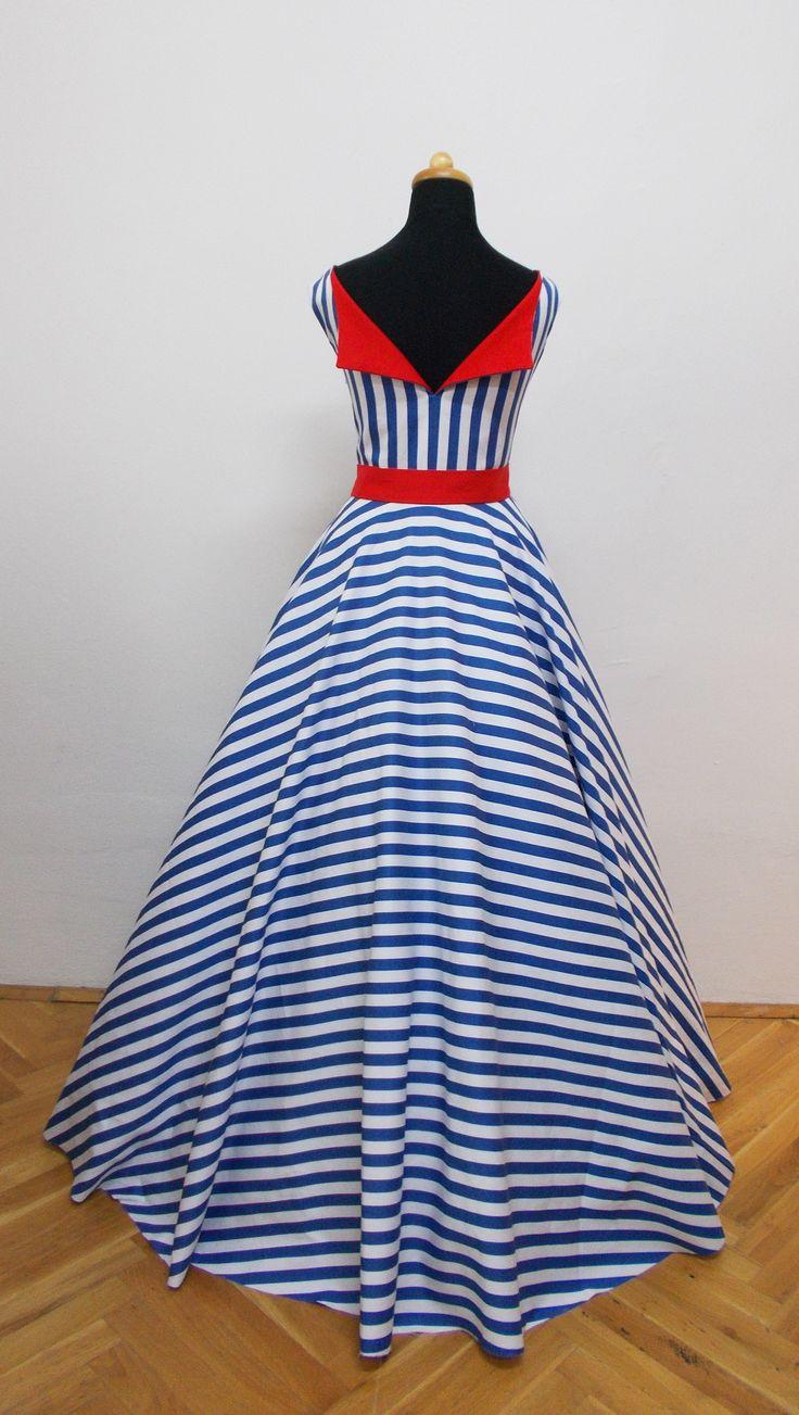 Námořnické svatební šaty