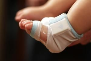 This sock tells you your baby's heart rate, sleep position, oxygen levels, and temperature