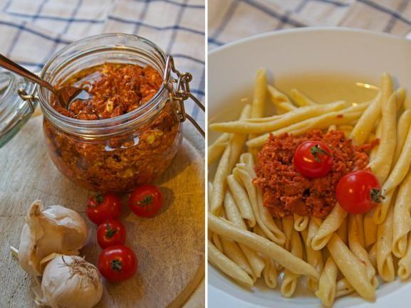 Rotes Pesto könnt ihr ganz einfach selber machen - so wird ein einfaches Nudelgericht zu einem exquisiten Essen. http://www.fuersie.de/kitchen-girls/rezepte/blog-post/rotes-pesto