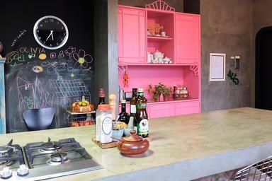 Obra limpa na decoração - por Erika Karpuk - para Revista OcaPop (1a edição) - cozinha - concreto - parede lousa