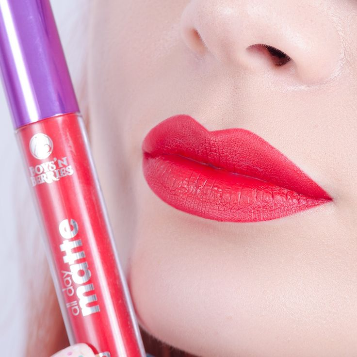 Achieve a city-chic look with #alldaymatte Liquid Lipstick in #Vampirella! ❤This is a #cherry shade & it's perfect to make your lips pop.🍒 www.makeupshop.ro