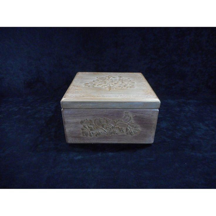 Coffre à bijoux en bois de pin, création unique à deux étages avec séparateur amovible, dimension variable.