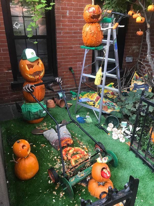 20 Halloween Decorations That Deserve An Oscar For Their Creativity Halloween Decorations Scary Halloween Decorations Halloween Displays