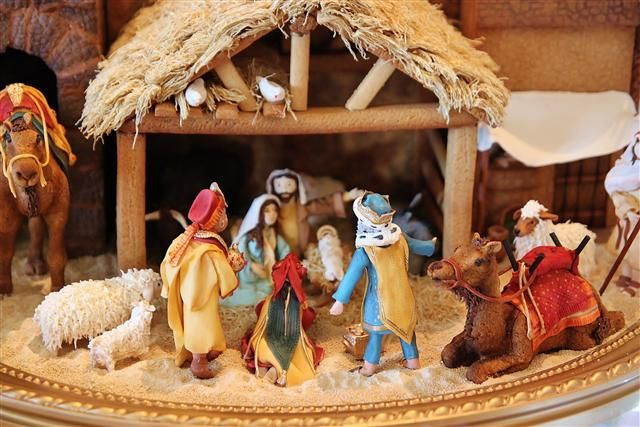 Gingerbread Manger Scene Imagine Doing This With The Kids