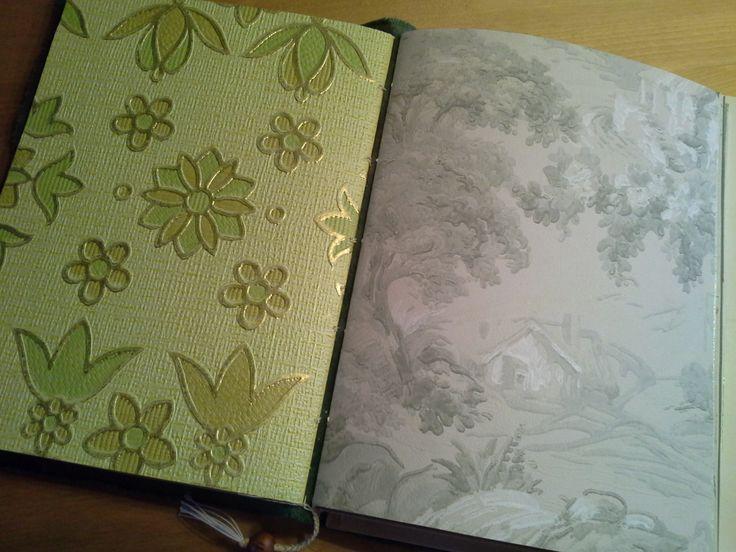 Osa lapsuusmuistojen kirjan sivuista on lapsuuteni tapettimallikirjan sivuista.
