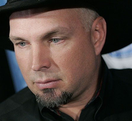 a short biography of garth brooks a singer songwriter Troyal garth brooks (born february 7, 1962) is an american singer and songwriter  mccall, michael (1991), garth brooks: a biography, bantam books,.