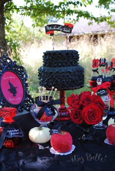 Festa de Halloween preta e vermelha: me sentindo na casa da bruxa da Branca de Neve