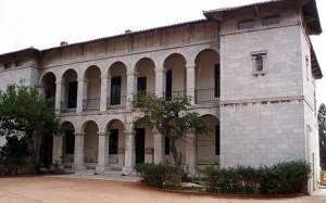 Το μέγαρο των ΙΛΙΣΙΩΝ. Παλιά μέγαρο της Δουκίσης Πλακεντίας. Σήμερα το Βυζαντινό και Χριστιανικό Μουσείο.