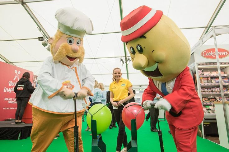 Two of NI's most famous faces went head-to-head in a show of strength at Tesco #TasteFestival. The #mascots from Irwin's and Tayto were challenged by Forest Feast as part of the snack brand's Source of Protein campaign. The challenge was umpired by Ann Woods Product Development Manager Forest Feast.  @irwinsbakery @tayto_ni  @forestfeast #forestfeast #tayto @tescoirl