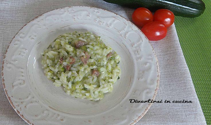 Risotto zucchine e speck Bimby. Ricetta Bimby TM5. Una ricetta semplice e veloce da preparare. Pochi ingredienti per un risotto saporito e prelibato
