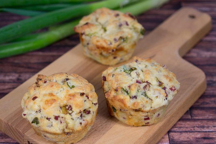 Ein Rezept für herzhafte Muffins mit Lauch, Speck und Mozzarella. Denn Muffins schmecken nicht nur