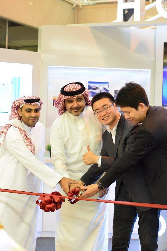 شركة Honor تفتتح أول متجر لها في السعودية ضمن مكتبة جرير نيوتك New Tech Captain Hat Captain Fashion