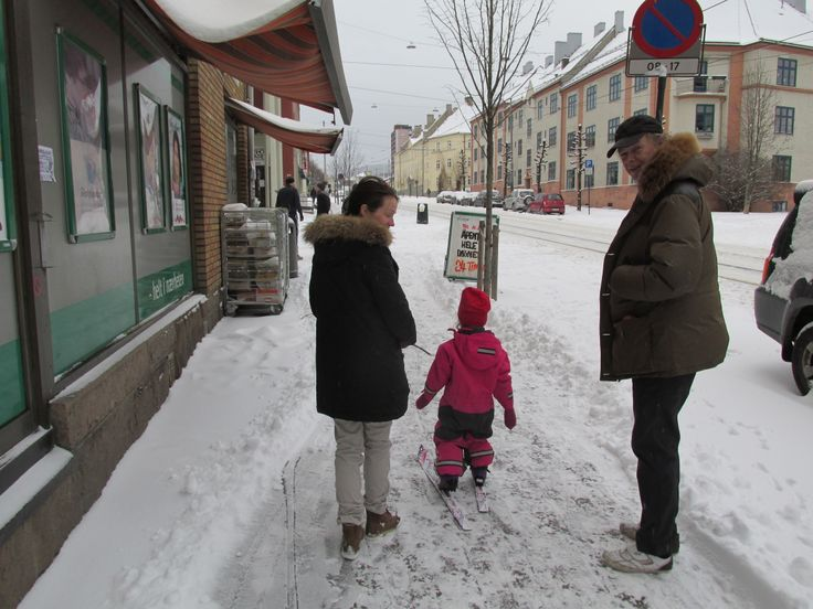 THE SNOW ARRIVED OSLO YESTERDAY: December 8. 2013. A kid´s first cross-country training on the pavement outside my local café Kaffegutta at Torshov - Oslo.