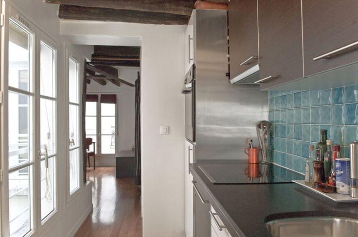 Location vacances appartement Sainte-Avoye: De l'entrée à la cuisine équipée - lave vaiselle - lave linge et séchage - etc..
