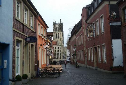 Blick von der Kreuzstraße auf die Überwasserkirche, Münster - Foto: S. Hopp