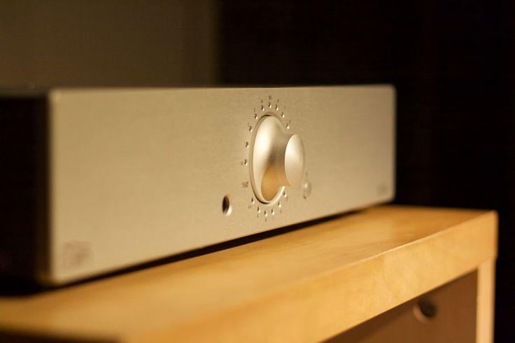 BORA plus, ampli of Cairn. One bouton shot design from Gilles Bélot. 120w* 2, 8 ohms. hifi system made in France.