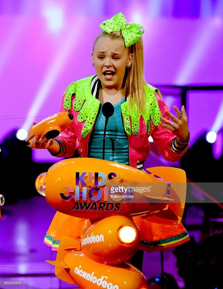 Singer JoJo Siwa accepts the award for Favorite Viral Music Artist onstage at Nickelodeon's 2017 Kids' Choice Awards at USC Galen Center on March 11, 2017 in Los Angeles, California.