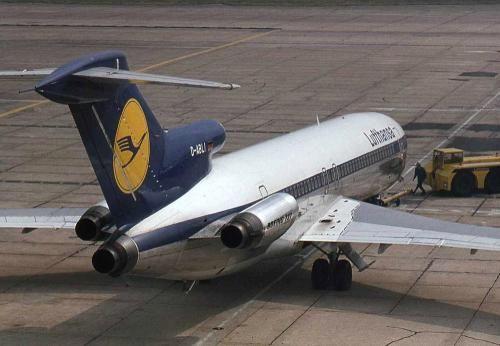 Lufthansa Boeing 727. It's 727 day!! Celebrate aviation!!