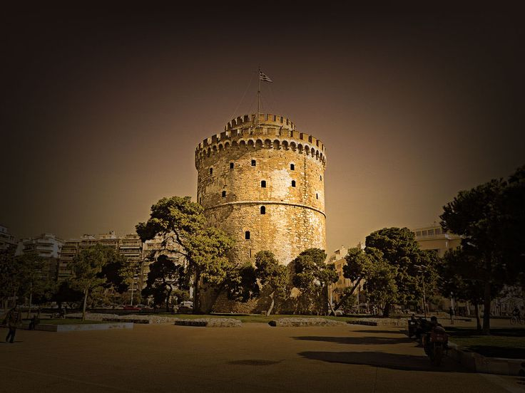 White Tower, Centre of Thessaloniki, Greece  Λευκος Πυργος, Κεντρο Θεσσαλονικης, Ελλαδα