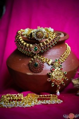 Indian Wedding Jewelry - Traditional South Indian Gold Jewelry | WedMeGood | Gold Bridal Neckaces with Ruby and Emerald Stones and Gold Anklets with Pearl Beads | Photo Credits: Sunanda Agarwal Photography #wedmegood #south #indian #jewelry@BibbianDiHatti