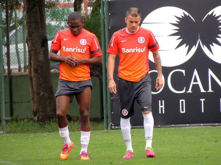 De pé em pé: D'Ale e Willians são os melhores passadores do Brasileirão http://globoesporte.globo.com/futebol/times/internacional/noticia/2014/07/de-pe-em-pe-dale-e-willians-sao-os-melhores-passadores-do-brasileirao.html