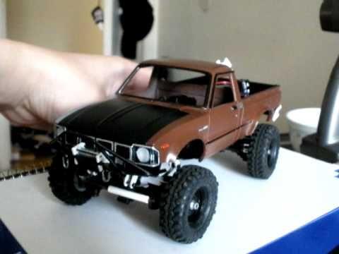 1/24 Losi Micro Crawler -  Toyota Hilux trail rig