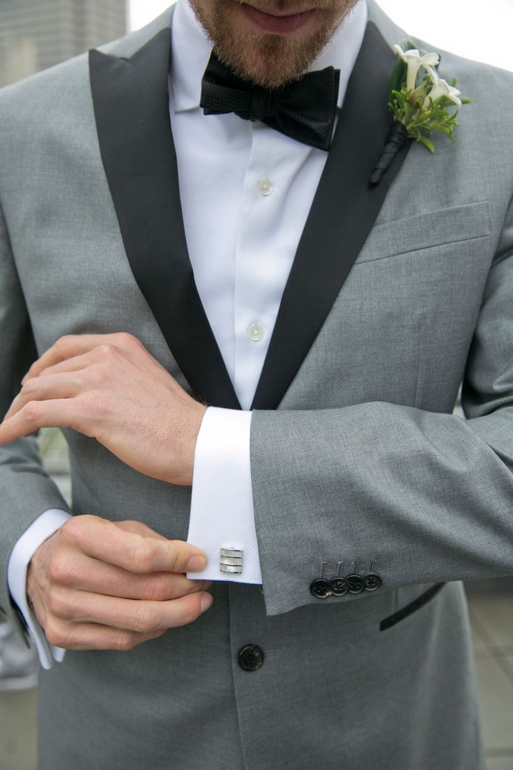 Hunter Pence's Cuff Links  Photography: Mel Barlow & Co. Read More: http://www.insideweddings.com/weddings/alexis-cozombolidis-and-hunter-pence/1047/