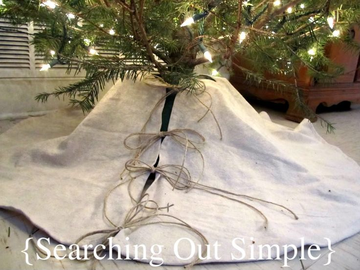 SIMPLE tree skirt: canvas from fabric store or paint drop cloth from hardware store; prewash and dry; don't need to line.
