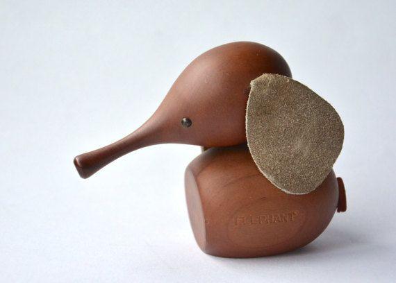 Hold / Vintage Royal Pet / ELEPHANT / Japanese authentic modern wooden animal / Kay Bojesen style / Danish