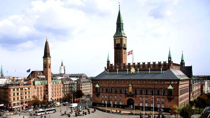 City Hall Tower Rådhustårnet mandag-fredag / Tour to The Tower monday-friday; (30-40 min.) Klokken 11.00 og 14.00 / At 11.00 am and 2.00 pm. Pris: 30 DKK / Price: 30 DKK