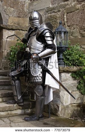 stock-photo-medieval-knight-s-armor-in-the-castle-festival-stettenfels-77073079.jpg (300×470)