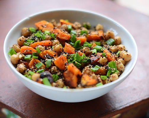 labdarózsa: Sütőtökös csicseriborsó saláta