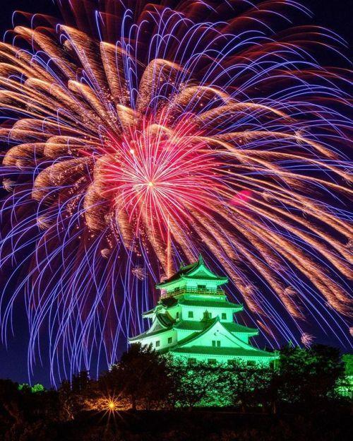 Xシリーズ写真展 作品紹介 FUJIFILM X-T2  XF90mmF2 最新2017秋開催より川浪 義光さんの作品をご紹介 夏の始まりは花火から唐津市九州花火大会 初めて出かけました佐賀県唐津市の九州花火大会です唐津城のライトアップと花火のコラボレーションが最高です . Xユーザーの皆さまの素晴らしい作品を超光沢クリスタルプリントに仕上げ各地の富士フイルムフォトサロンギャラリーにて展示します ぜひこの機会に皆さまの力作とともに写真プリントならではの豊かな階調と自然で鮮やかな色再現をお楽しみください . Xシリーズ写真展 2017春秋東京会場 2017年9月1日(金)9月7日(木) 10:3019:00 (土日は11:0017:00最終日は14:00まで) 富士フォトギャラリー銀座 東京都中央区銀座1-2-4 サクセス銀座ファーストビル4F . 今後の開催日程 2017年9月14日(木)10月3日(火) 富士フイルムフォトサロン仙台 2017年10月13日(金)10月18日(水)富士フイルムフォトサロン札幌…