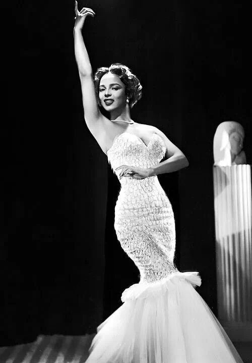 Dorothy Dandridge- amazing figure in a sweetheart neckline mermaid gown