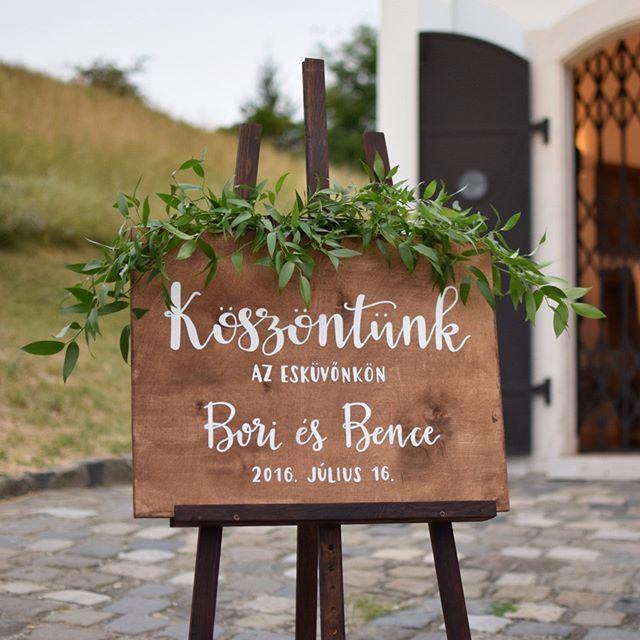 Köszöntünk az esküvőnkön! üdvözlőtábla esküvőre facebook/kisdiodekor
