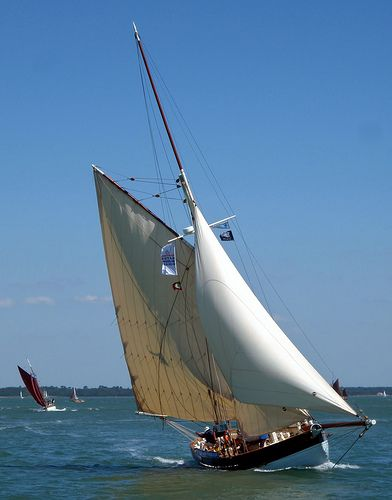 Gaffers race off Yarmouth Isle of Wight | por Keith Allso ( @dolphiniow )