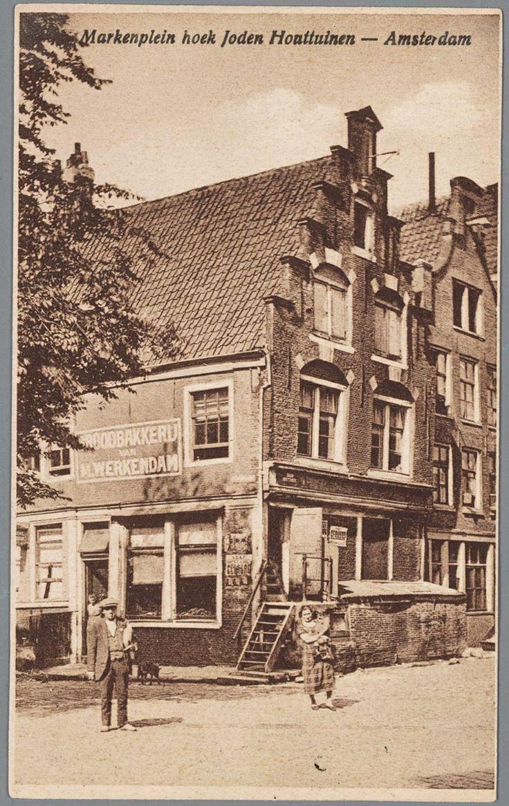 Prentbriefkaart van het Markenplein hoek Joden Houttuinen in Amsterdam met de bakkerij van M. Werkendam, ca. 1915