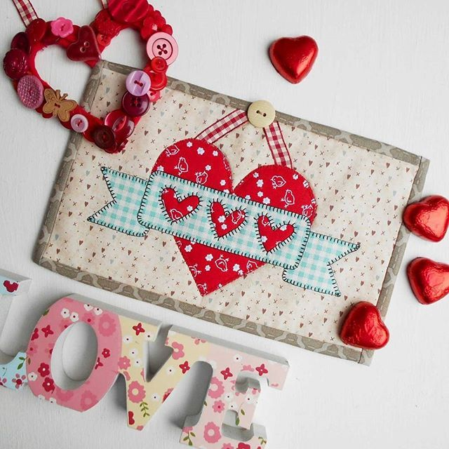 My Heart Banner mug rug pattern uses just four pieces, cut from two fabrics, to create the perfect resting place for your Valentine cuppa. Oh, and a little piece of ribbon and a button. I love celebrating special days with mug rugs. #patchsmithpatterns #mugrug #mugrugs #valentinequilt