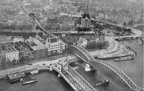 Gezicht op de maasbruggen, bolwerk, oude haven, wijn haven en het witte huis (jaren 30)