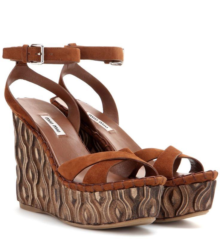 Braune Wedge-Sandalen aus Veloursleder By Miu Miu