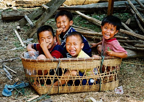 laughter of children Lao (by chauvel) .