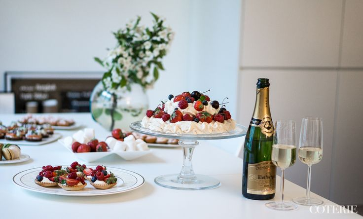 Best summer cake ever! Tastes and looks really good, and takes about 5 min to put together - Love it! Read more from our blog at www.coterie.fi  #Coterieofficial #Coterie #blog #interior #home #deco #decoration #fashion #lifestyle #Finland #Helsinki #white #summer #table #setting #party #pavlova #cake #berries #strawberries