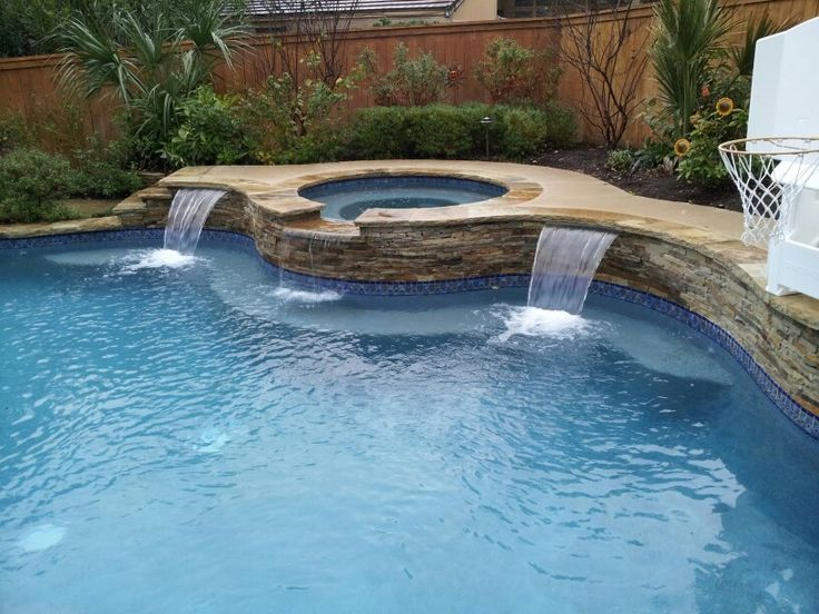 Built In Water Feature Accents With Spa Spill In 2019
