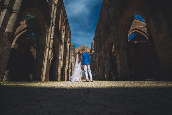 wedding in san galgano abbey http://weddingwonderland.it/2015/05/cerimonia-all-aperto.html